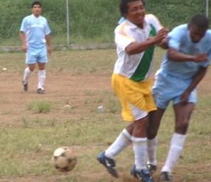 En Cañar se juega el torneo de fùtbol Interparroquial.